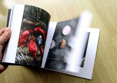 Double-page du livre « Les petits moines »